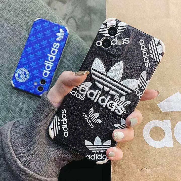 人気 アディダス iphone12ケース